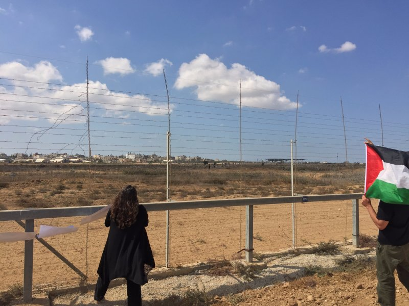 Wednesday, October 10: Return invited to the fence byPalestinians