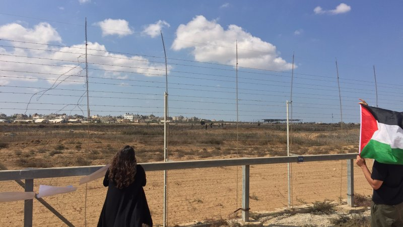 Wednesday, October 10: Return invited to the fence by Palestinians